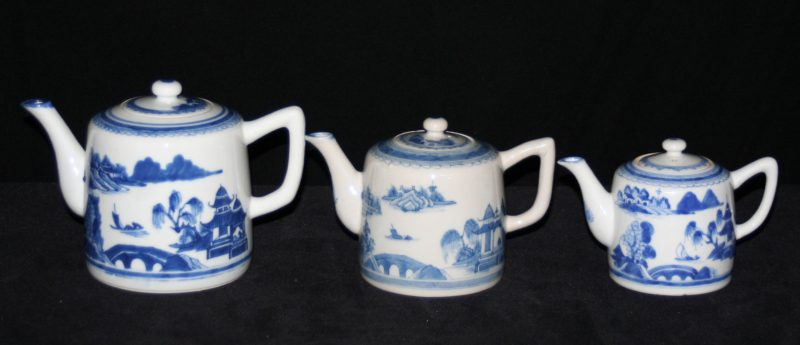 TEAPOTS-FLAGS-CONICAL SHAPE (Curved Spout, Angled Handle, Late)